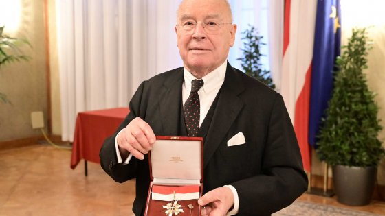 Vienna's highest honour for Walter Barfuß  | © Copyright: PID, City of Vienna, Christian Jobst